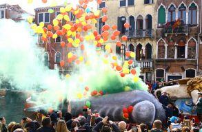 Megkezdõdött a velencei karnevál