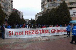Nagy szimpátiatüntetést tartottak a kormány mellett Târgoviștén
