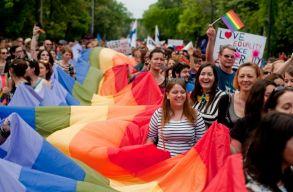 A tiltástól a törvényesítésig: leszbikus, meleg, biszexuális és transznemû történet Romániából