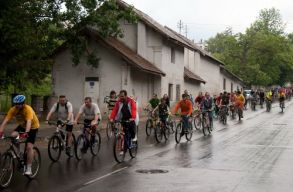 Antal Árpád biciklivel készül munkába járni, és erre biztatja a szentgyörgyieket is