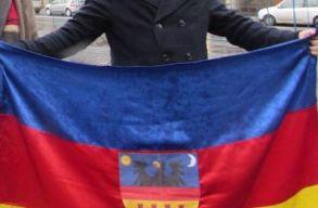 EMNP: Erdély-zászló miatt emelték ki a felvonulók közül Fancsali Ernõt Kolozsváron