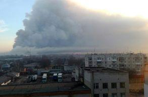 Robbanások után kigyulladt egy lõszerraktár az ukrajnai Harkiv közelében