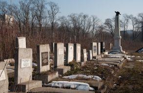 Sírköveket rongáltak fiatalok a bukaresti zsidó temetõben