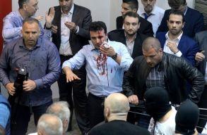 Tüntetõk törtek be a macedón parlamentbe, több képviselõ kórházba került