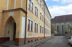 A CNCD megrótta a Kolozs megyei tanfelügyelõséget az Apáczais képzõmûvészeti osztály ügyében