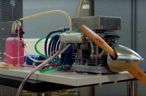 A világon egyedülálló módon épített egy motort egy brassói kutató