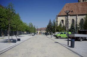 Így áll most a kolozsvári fõtér nyugati oldalának felújítása
