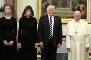 Sokatmondó ajándékot kapott Donald Trump a pápától