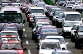 Lehet, hogy fizetõs lesz autóval behajtani Kolozsvár központjába
