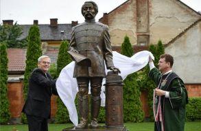 Arany János szobrot avattak Nagyváradon