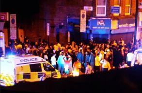 Mecsetbõl távozó emberek közé hajtott egy furgon Londonban