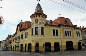 El kell távolítani a székely zászlót a gyergyószentmiklósi városházáról