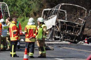 18 halottja van a hétfõ reggeli németországi buszbalesetnek