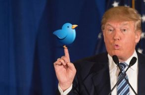 Beperelték Trumpot, mert blokkolta õket Twitteren