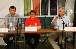 Gúzsba kötött többnyelvûség - a székelyföldi anyanyelvhasználatról beszélgettek Tusványoson