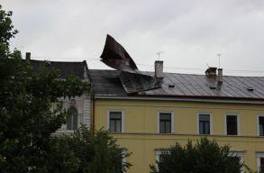 Fõtéri ház tetejét rongálta meg a vihar Kolozsváron