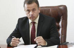 """Az oktatási miniszter """"örökölte"""" a torna tankönyvre kiírt licitet, és már nem tud mit csinálni"""