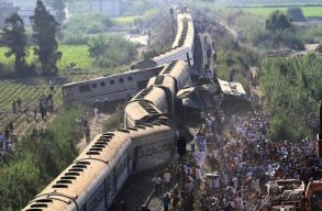 Jelentõsen nõtt az egyiptomi vonatszerencsétlenség áldozatainak száma