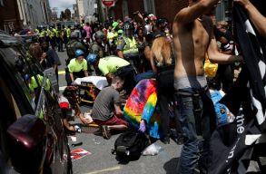 Szélsõjobboldaliak tüntettek Charlottesville-ben, az ellentüntetõk közé hajtott egy autó