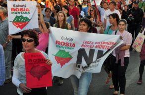 Több százan tüntettek Kolozsváron Verespatak UNESCO-pályázatának visszavonása ellen