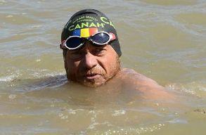 Avram Iancu teljes hosszában leúszta a Dunát