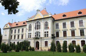 Vádat emeltek a Marosvásárhelyi Katolikus Líceum volt igazgatója és a volt fõtanfelügyelõ ellen