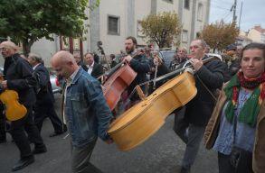 Több mint száz zenész muzsikált az utcán a negyven éves táncházmozgalom ünnepén Udvarhelyen