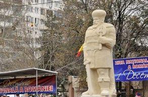 Három évig szégyenkeztek a sloboziaiak a túl kövér Vitéz Mihály szobor miatt, aztán kidobták a francba
