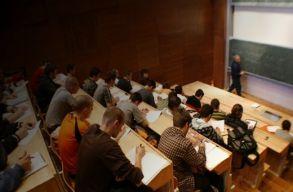 Mit nyer és veszít az, aki nem külföldön tanul tovább?
