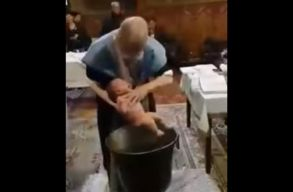Keresztelés közben pattant el a húr az ortodox pópánál