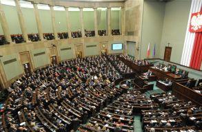 Az Európai Parlament példát statuálhat a lengyeleken