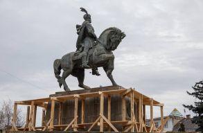 Több mint hárommillió lejbe kerül a kolozsvári Vitéz Mihály szobor és a Széchenyi tér restaurálása