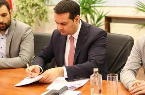 Megállapodást írtak alá Nagybánya Románia Ifjúsági Fõvárosa címérõl