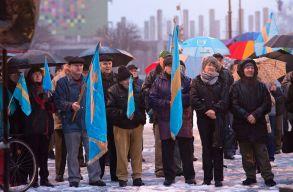 Székely zászlókkal tüntettek Sepsiszentgyörgyön