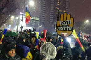 Ezrek tüntettek Bukarestben és az ország nagyobb városaiban