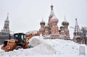Tojással dobálják meg a lassúnak tartott hóeltakarító munkagépeket Moszkvában