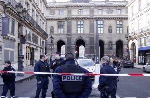 Egy részeg fiatal megkéselt hat járókelõt Párizsban