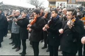 Kedvenc dalával búcsúztatták Válaszúton Kallós Zoltánt