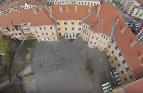 Átadták a Kölcsey Ferenc Fõgimnázium felújított épületét Szatmárnémetiben