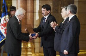 Átadták a Kossuth-díjat, Farkas Árpád költõ, író, mûfordító is részesült a rangos elismerésben