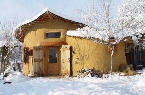 Krassó-Szörény megyében található a világ legszebb vályogházikója