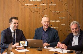 Bíróságon próbálja érvényteleníteni a magyar zászló használata miatt kirótt bírságot Antal és Bokor