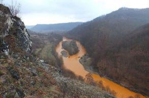 Bányavíz szennyezett meg egy Máramaros megyei folyót