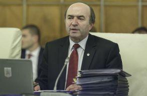 Toader az Alkotmánybírósághoz fordul, amiért Johannis nem váltotta le Kövesit
