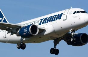 Visszatért a bukaresti repülõtérre a Tarom barcelonai járata, mivel repedés keletkezett a gép egyik ablakán