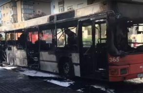 Lángra kapott Aradon a helyi közszállítási vállalat egyik autóbusza
