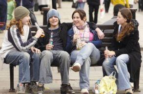 Túlságosan elnézõek a szülõk a kiskorúak alkoholfogyasztásával szemben