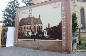 Új óriásplakátot helyeztek ki Kolozsváron a tegnap levett helyére