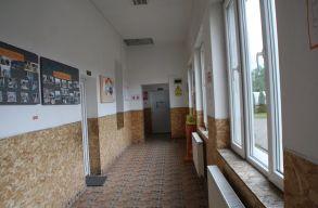 Durván bántalmazott egy negyedikes diáklányt egy Beszterce megyei tanító