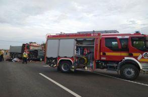 Kilenc személy halt meg egy Maros megyei kisbusz magyarországi balesetében